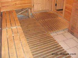 Решетки из дерева защищают ноги от ожогов керамической плиткой
