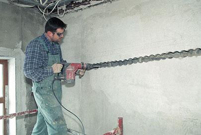 процесс подготовки каналов под провода.