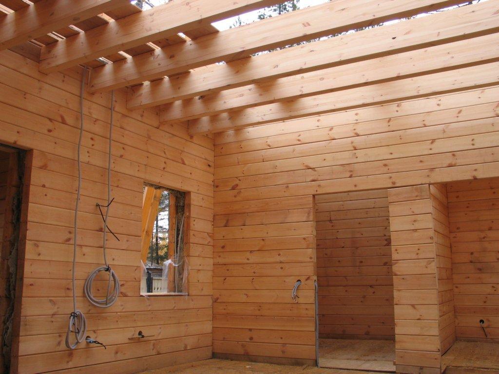Формирование проводки на этапе строительства деревянного жилого дома