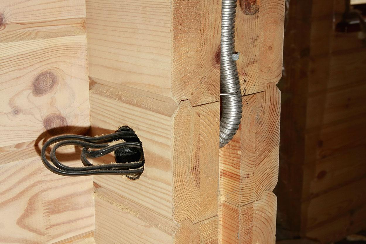 Закрытая проводка в деревянном доме