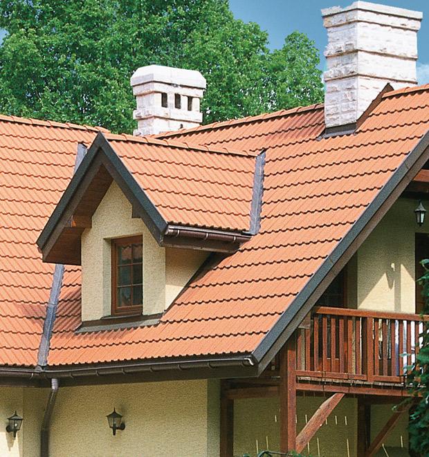 Типичное слуховое окно на крыше коттеджа