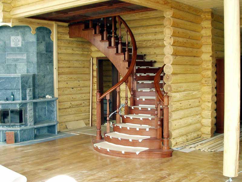 Спиральная (винтовая) лестница в деревянном доме