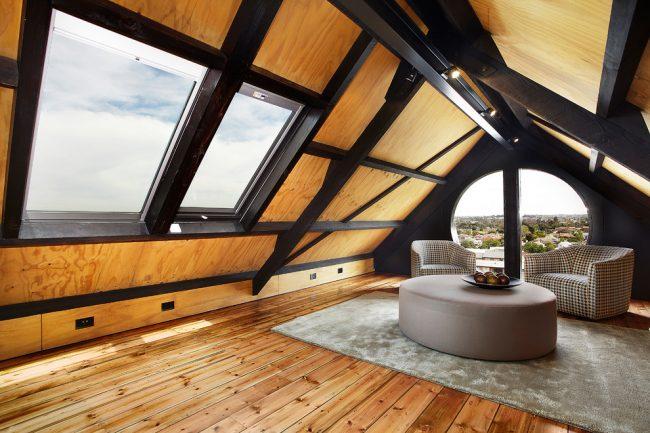 Преимущества домов с комнатой под самой крышей