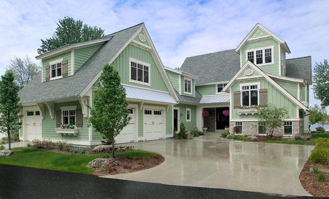 Даже одноэтажный дом может выглядеть роскошно, если оборудовать его мансардой