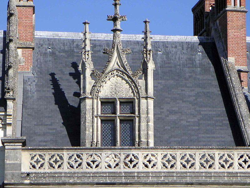 Пример истории – готическая французская люкарна