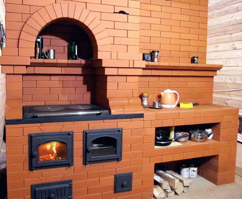 Печь для готовки еды и обогрева комнат в доме