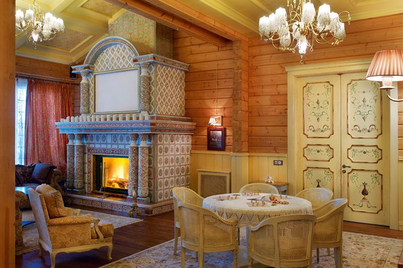 Внутренний интерьер деревянного дома – безопасный камин