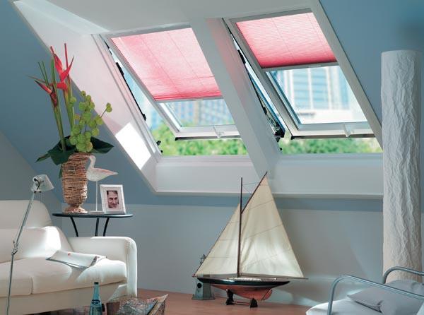 Эстетичные мансардные окна из новейших материалов прекрасно украшают интерьер современной мансарды