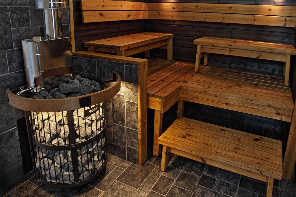 Вариант оформления бани с металлической печкой