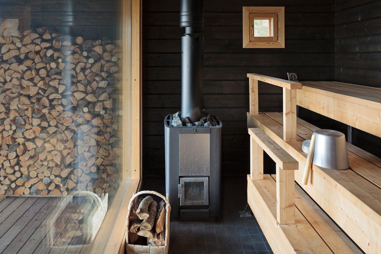 Металлическая банная печь на дровах