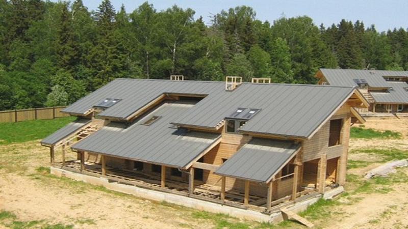 Общий вид дома со скатами на разном уровне
