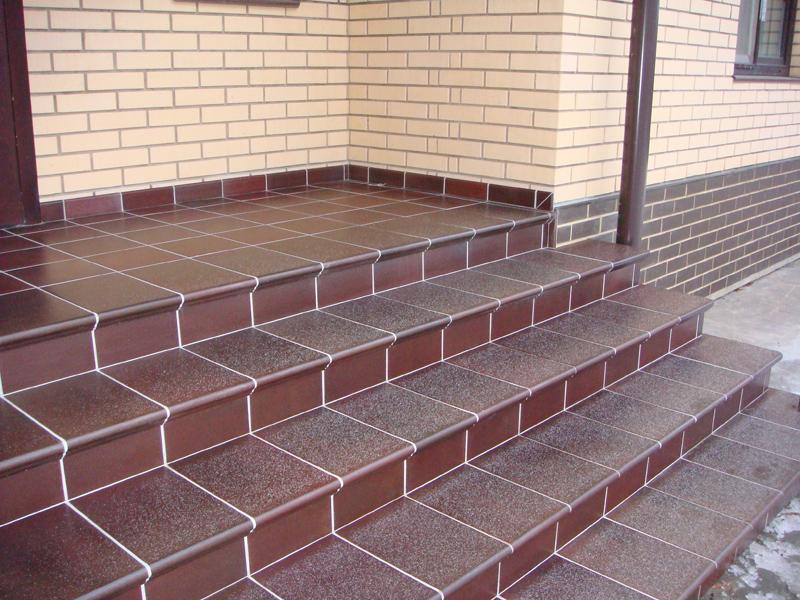 Пример плитки на лестничной площадке