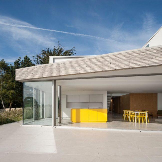 Современная застекленная терраса – идеальное решение для любителей минимализма