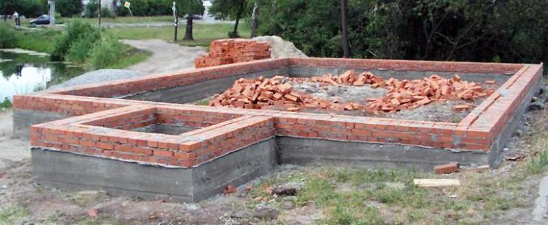 Кирпичный цоколь для бетонного фундамента