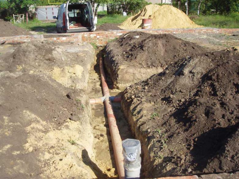 Прокладка канализации предполагает много земельных работ