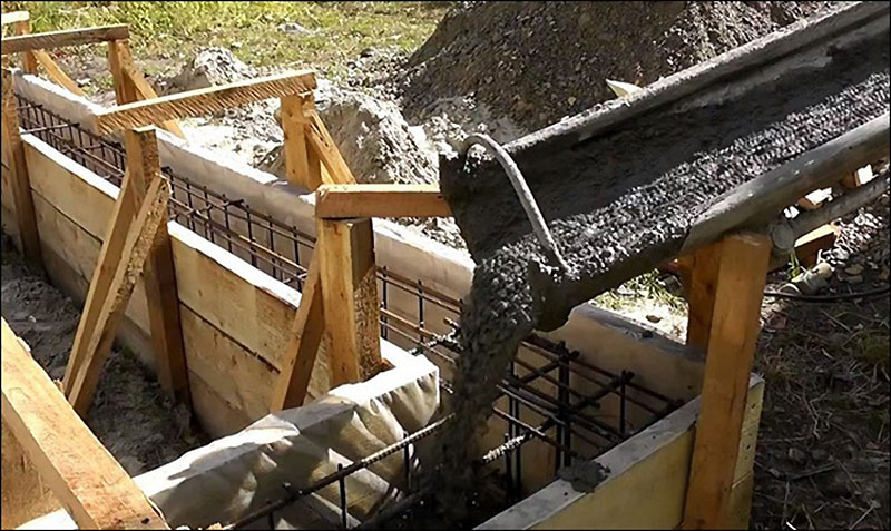 Заливка ленточного основания бетоном