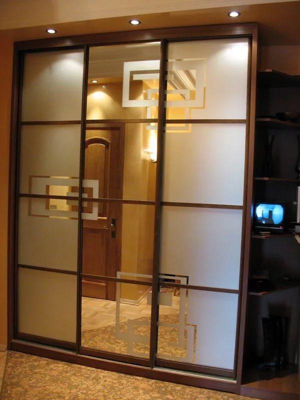 Шкаф-купе со стеклянными дверцами