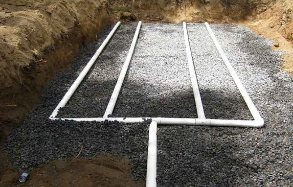 Поля фильтрации не только занимают место, но и загрязняют почву.