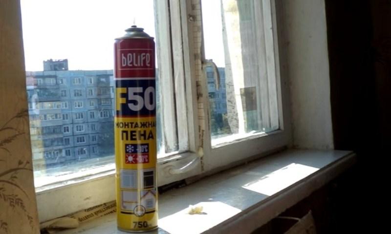 Монтажная пена – популярный материал для утепления окон