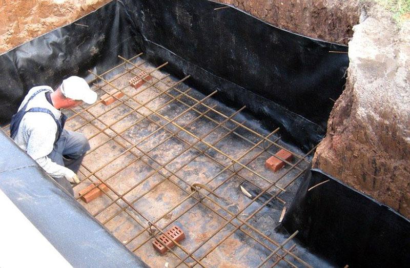 Заливка котлована погреба