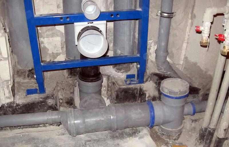 Монтаж ревизионных тройников и люков для прочистки канализации