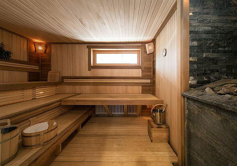 Отделка парилки в бане гостевого дома