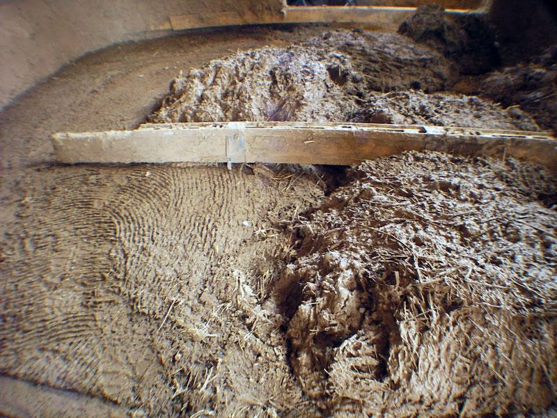 Утепление потолка соломой и глиной
