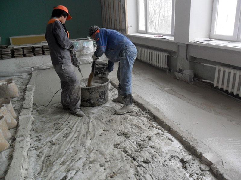 Заливка и выравнивание раствора бетона