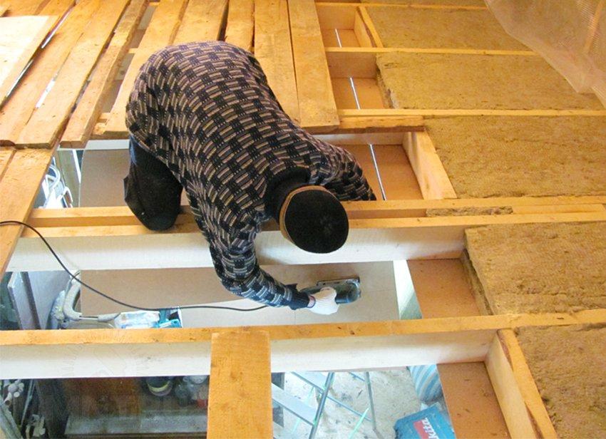 Чем и как теплоизолировать потолок