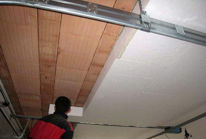 Утепленный пенопластом потолок гаража