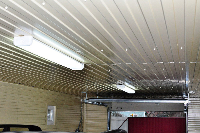 Финишная отделка потолка гаража