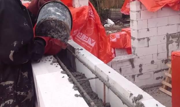 Заливка армированного каркаса бетоном