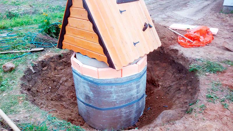 Утепление декоративного деревянного домика для колодца