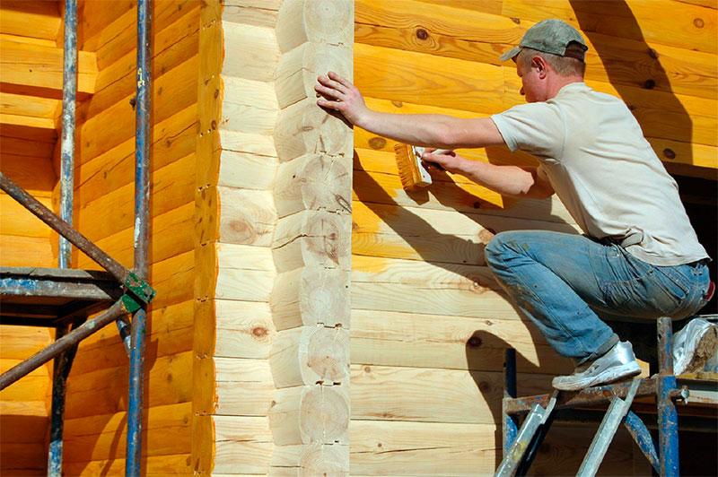 Окрашивание древесины кистью