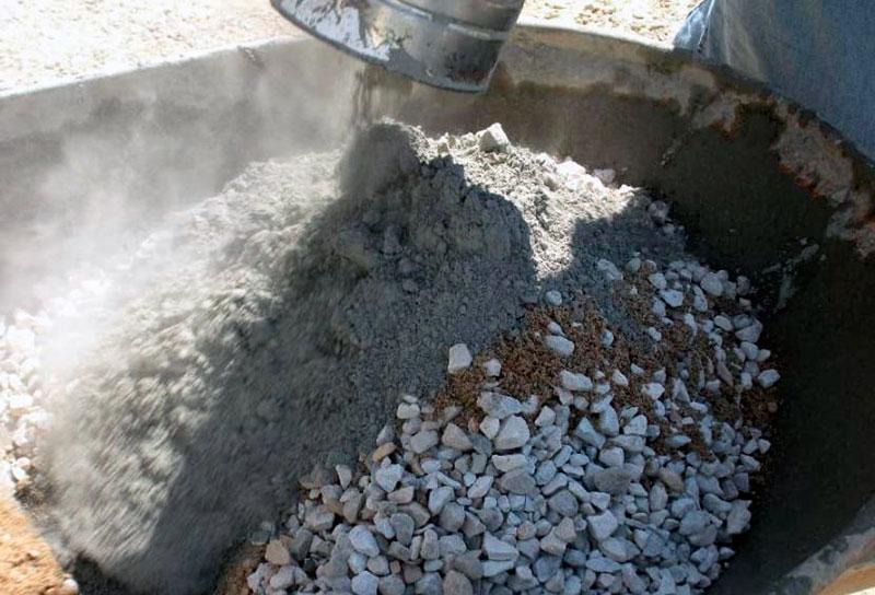 Перемешивание сухих сыпучих материалов в бетономешалке