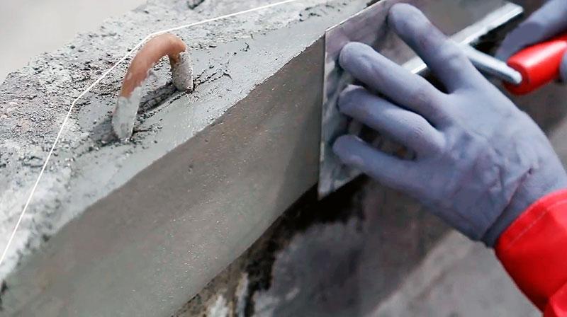 Ремонт поврежденного участка бетонной поверхности