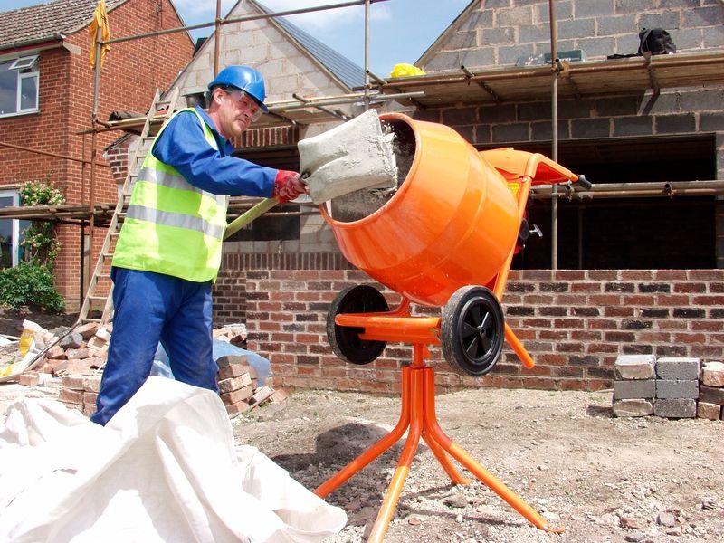 Использование в строительных работах бетономешалки