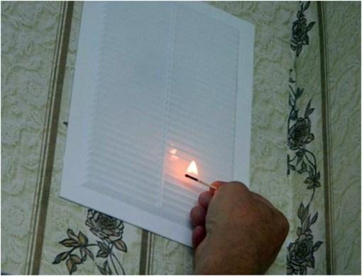 Рисунок 6 – Проверка исправности вентиляции при помощи пламени спички