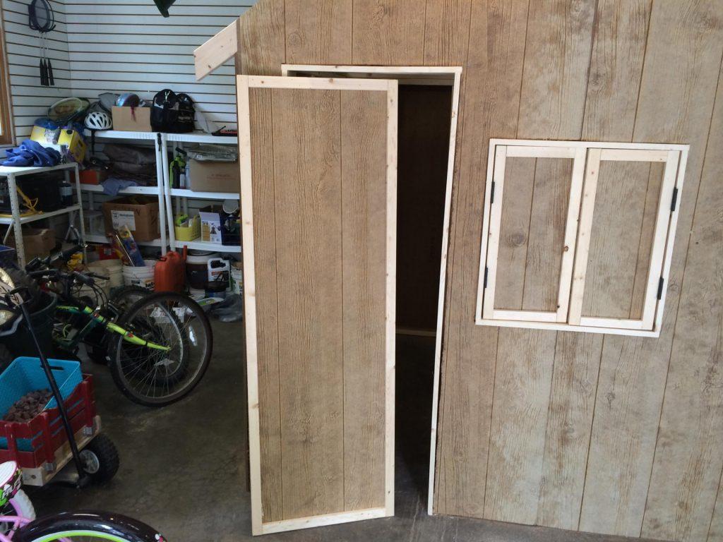 Рисунок 12 – Устанавливаем дверь
