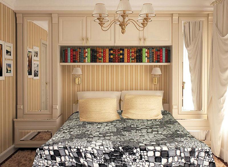 Маленькое спальное помещение с большой двуспальной кроватью